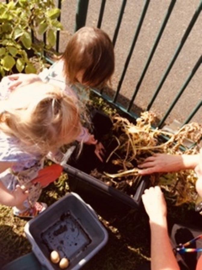 http://www.thefamilynurserycompany.com/useruploads/images/gallery/75_Gardening+at+Priory+3.jpg